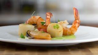 Салат из Морепродуктов с Соусом из Авокадо, Васаби и Лайма || Простые и Быстрые рецепты || FOOD TV