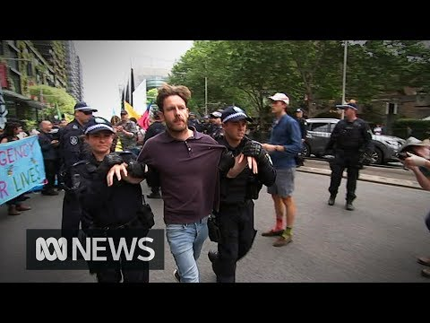 Police arrest 30 people following climate change protests in Sydney | ABC News