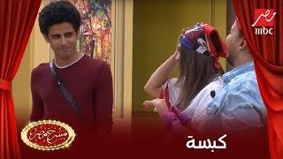 إسراء بتقلش على جوزها حمدي ميرغني.. شوف رد عليها إزاي قدام الجمهور