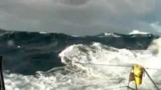 Superbes Images de Véolia dans la Tempête de la Transat Jacques Vabre