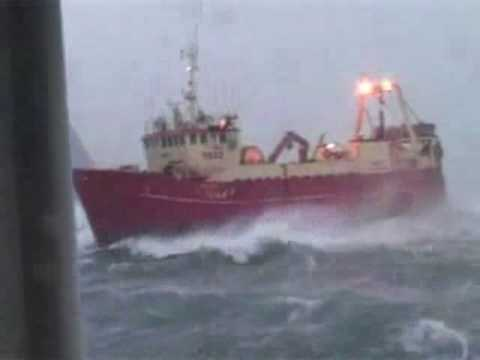 Pesquero Japones en tormenta