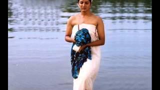 manju warrier hot navel through saree