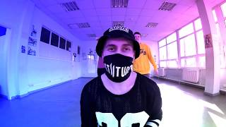 Download Танец под RASA - Под фонарем музыка так орет (Танцующий Чувак) Mp3 and Videos