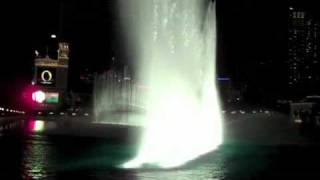 Музыкальное шоу фонтанов в Лас-Вегасе.