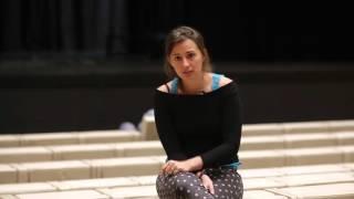Maud Vanhauwaert - pomiędzy poezją a codzienną komunikają