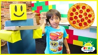 Ryan Pretend Play Work at Pizza Place with Roblox In Real Life!