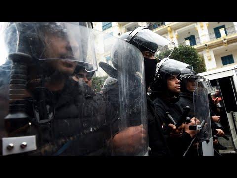 صدامات ليلية جديدة بين متظاهرين وقوات الأمن في العديد من المدن التونسية  - 10:23-2018 / 1 / 11