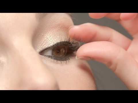 How to apply Revlon® Self-Adhesive Lashes with featherLITE™ Technology