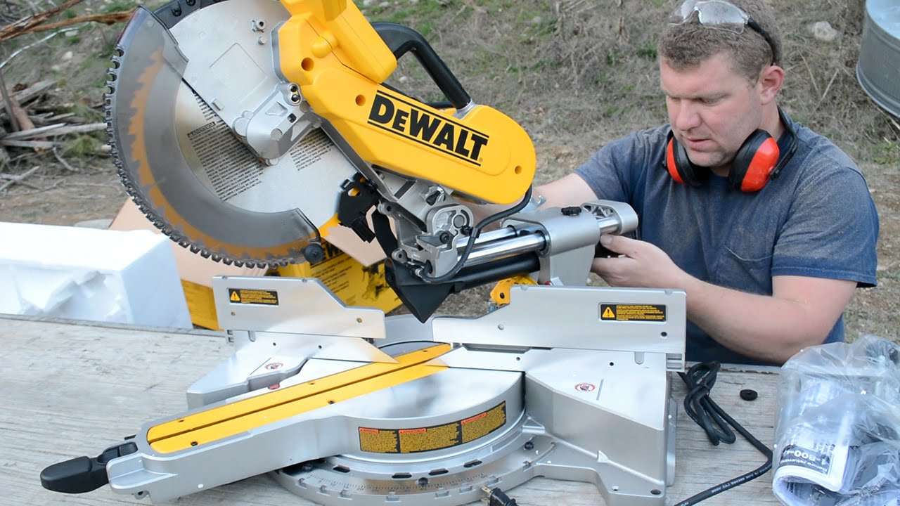 DEWALT 779 (DWS780) Double Bevel Compound Sliding Miter Saw Unboxing - YouTube