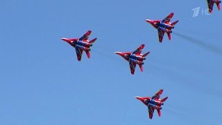 Возможности российской военной авиации представлены на большом воздушном шоу под Рязанью.