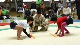 岡山県鏡野町上斎原の屋内運動場で5月1日、恒例の「おんな相撲大会」...