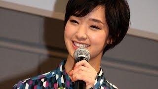 女優の剛力彩芽さんが10月24日、東京都内で行われたKDDIのスマートフォ...
