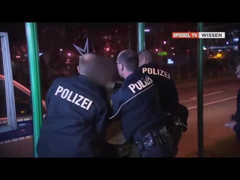 Deutsch Dokumentarfilm   Alltag eines deutschen Streifenpolizist   Ein Job für Selbstmörder   DOKU 2