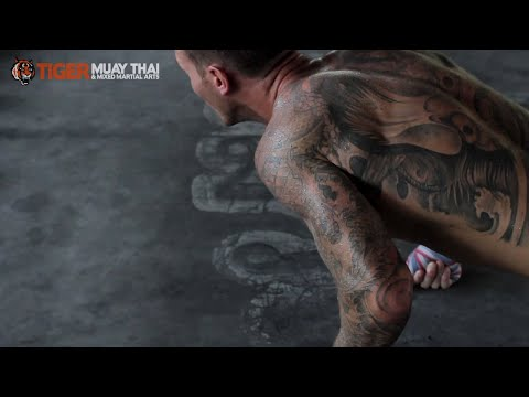 Kevin Foster training for MAX Muay Thai fight