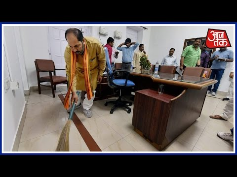 UP Minister Upendra Tiwari Sweeps His Office At State Secretariat