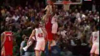 Nate Robinson Blocks Yao Ming