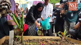 Farewell to a legend: SM Salim laid to rest