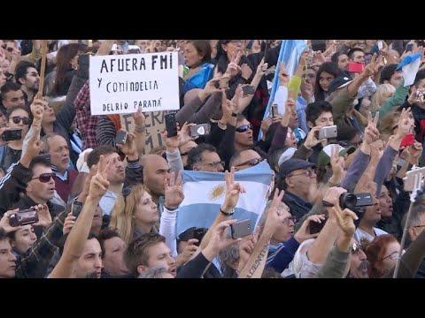 Multitudinaria marcha rechaza acuerdo con el FMI en Argentina