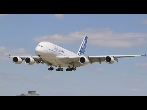 Airliners Amaze Flying Display Crowds With Agile Maneuvers - AINtv