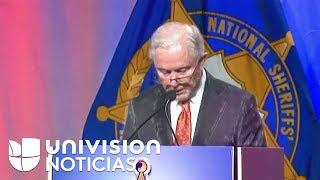 Jeff Sessions habla sobre inmigración en la convención anual de la Asociación Nacional de Sheriffs.