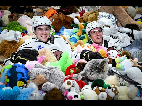 Frito - WATCH: Thousands Of Stuffed Animals Tossed On Hockey Rink During Game