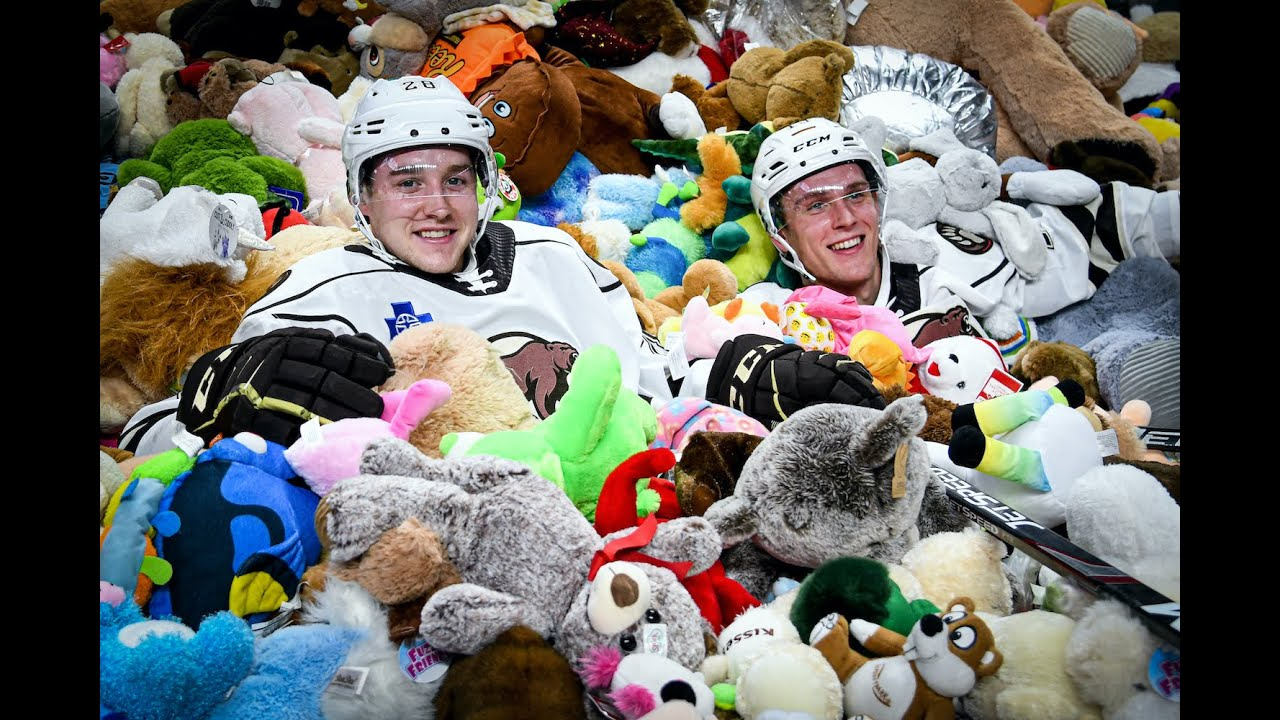 Youtube Stuffed Animals, 45 650 Stuffed Animals Tossed Onto Ice In Hershey Bears Annual Teddy Bear Toss Youtube
