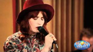 Never Let me Go - Florence + The Machine en KFOG FM Private Concert