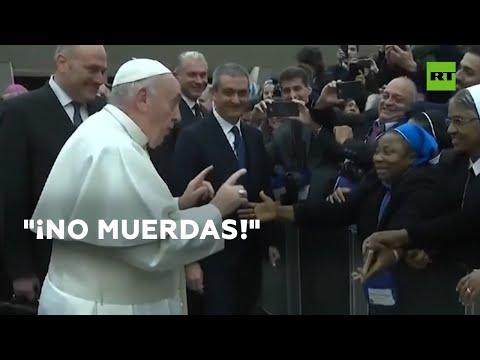 Super Martinez - El papa Francisco Besa a una Monja y le Dice que no lo Muerda