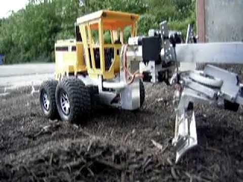 R C Model Of A Road Grader Working In Compost Youtube