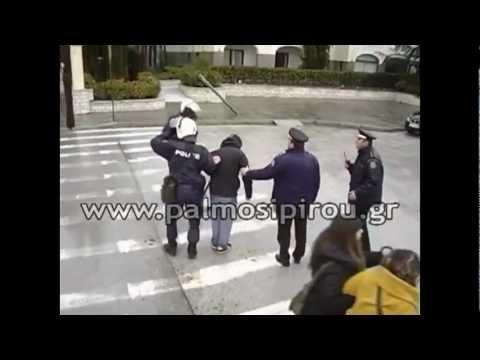 Υψηλόβαθμοι αστυνομικοί ΑΠΕΛΕΥΘΕΡΩΝΟΥΝ κουκουλοφόρους που επιτέθηκαν στα ΜΑΤ