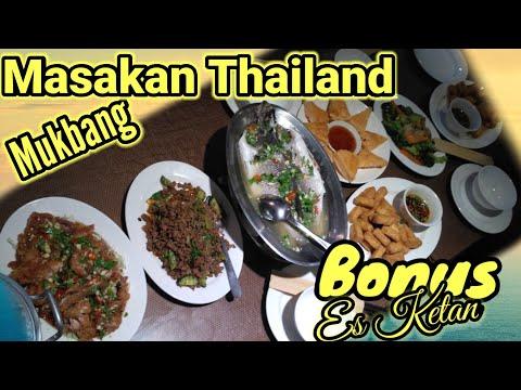 mukbang-masakan-thailand,-bonusnya-es-ketan.-review-sate-rasanya-aneh