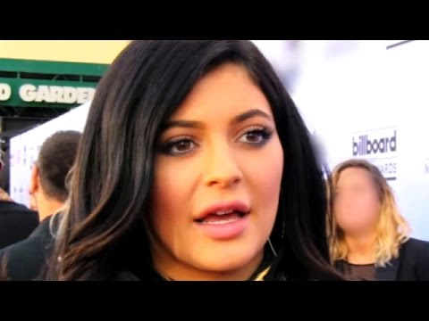 Kendall Jenner Abandons Kylie Jenner On Red Carpet - KUWTK Preview