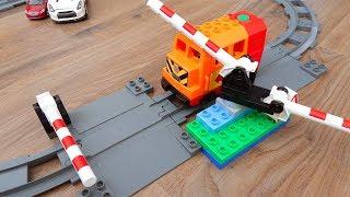 Машинки игрушки Лего Поезда мультики Город машинок 275: Шлагбаум. Мультики для детей про Машинки
