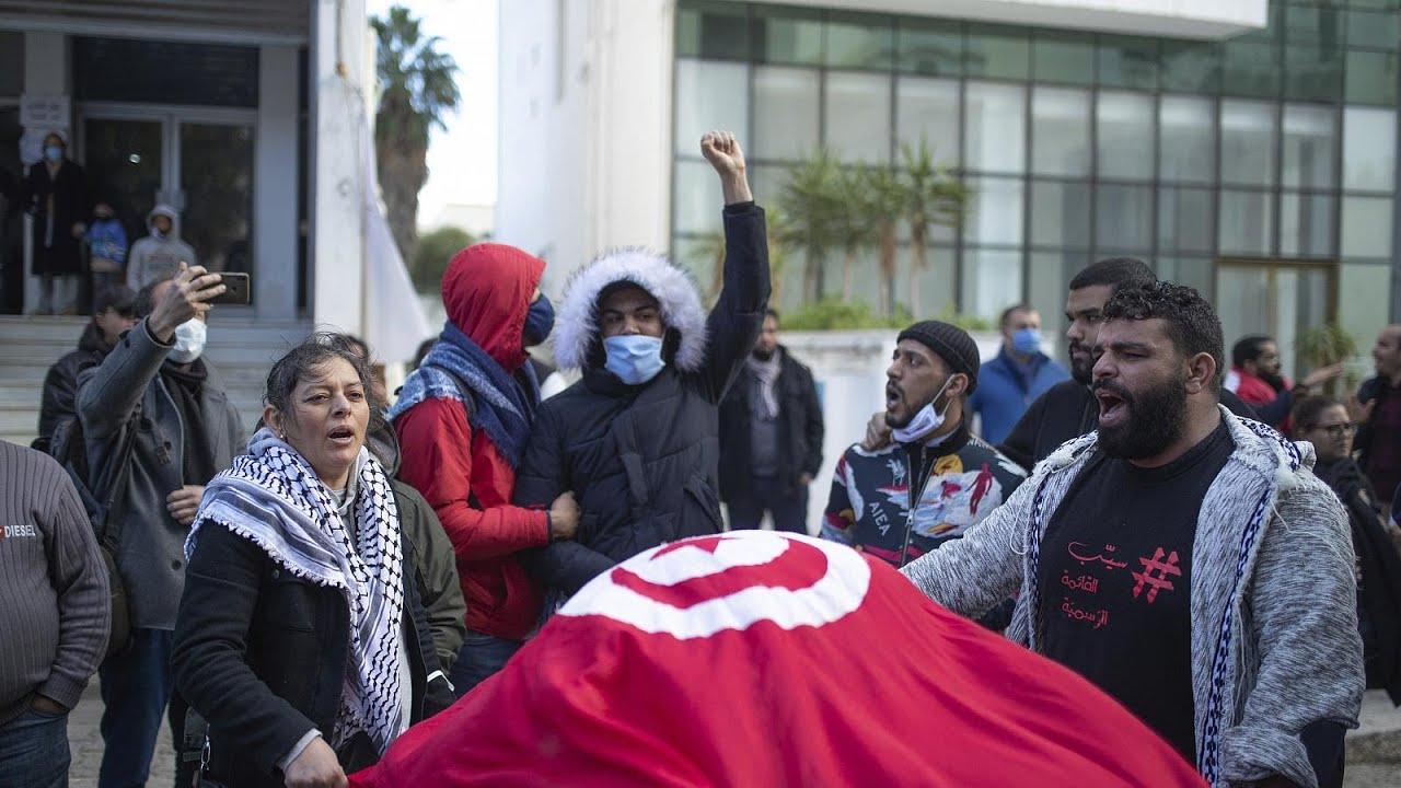 شاهد: عائلات ومنظمات في تونس تندد -بالاعتقالات العشوائية-  - نشر قبل 11 ساعة