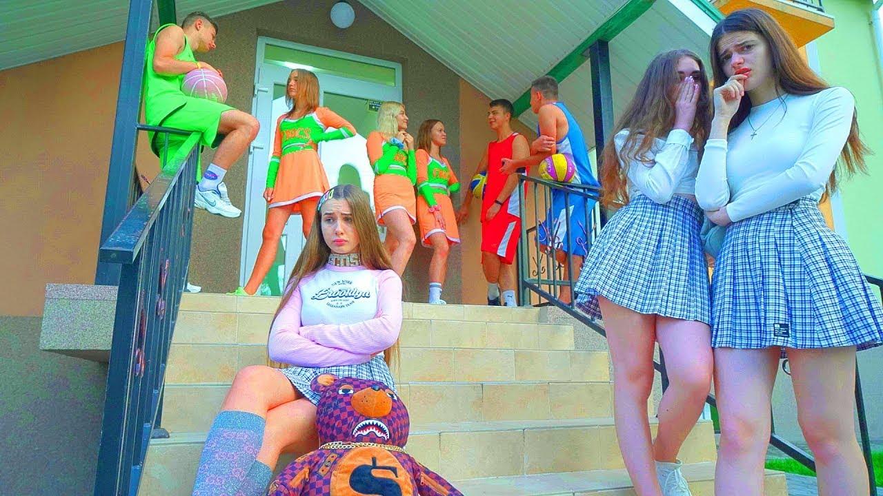 Дианин тим губи популарност у школи! | Нове навијачице не престају да задивљују!