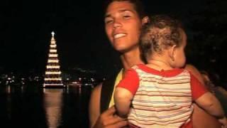 Rio zeigt größten schwimmenden Weihnachtsbaum der Welt