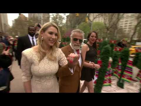 EVENT CAPSULE CLEAN - 'Most Interesting Man' Gives Away Free Cacti at Flatiron Building for Dos de M