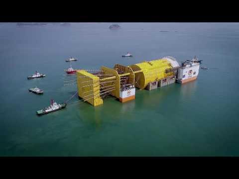 Float-on operation world's largest spar platform Aasta Hansteen, Dockwise Vanguard, South Korea