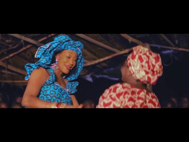 CLAIRE BAHI _ jolie maman vient danser  (clip officiel)
