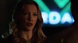 Arrow 3x13 - Oliver lectures Laurel on being a vigilante