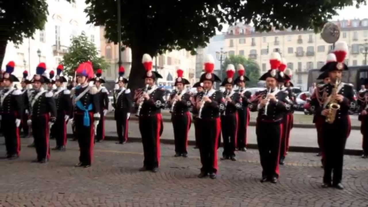 Saluto Alla Bandiera Di Guerra Dell Arma Dei Carabinieri