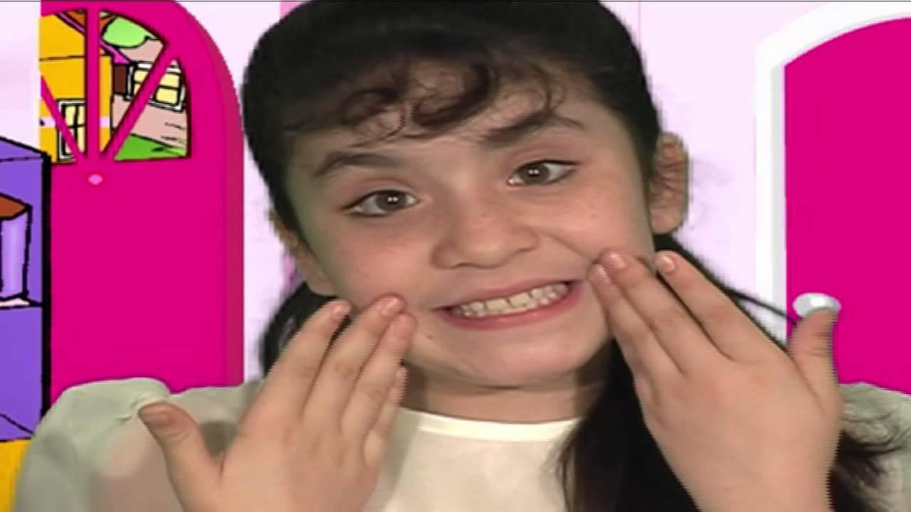 Download Pequeñita Oracion - Melany Orellana  (HD)