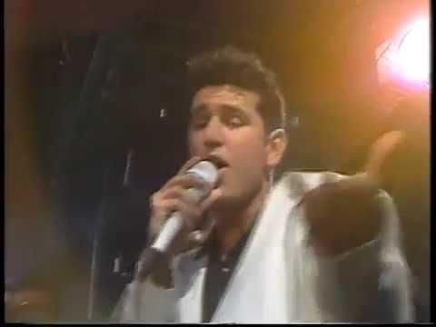 """Jean-Paul Wall framför """"säg vad du vill"""" i SVT 1990"""