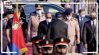 الرئيس السيسى يتقدم جنازة السيدة #جيهان السادات أمام النصب التذكارى للجندى المجهول