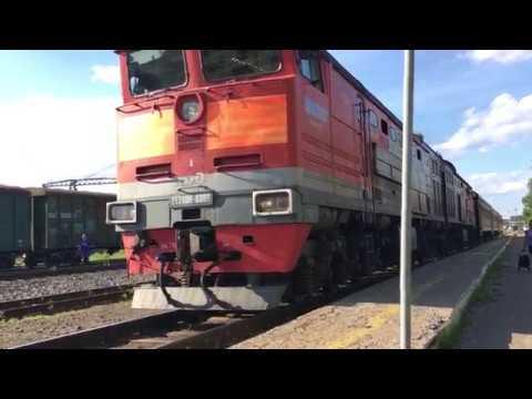 Отправление и прибытие 2TЭ10М-369 С поездом Великая - Киров