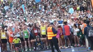 2012年 ゴールドコーストマラソン スタート前 右端に日本女子ランナーが...