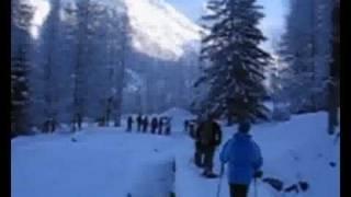 Ballade en raquettes au départ du caravaneige les Lanchettes Savoie Tarentaise Rhône Alpes France