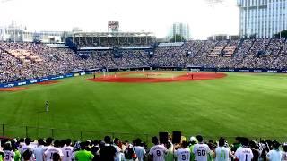 満塁で打席に立つ山田哲人選手。 前奏は豪華に3コーラスです!