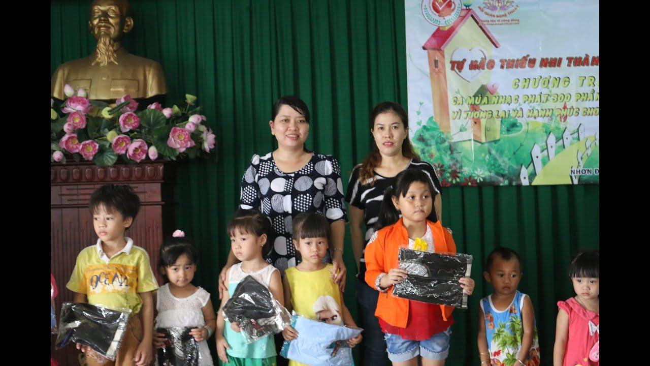 Giới thiệu và trao quà tượng trưng cho trẻ em tại xã Nhơn Đức,H Nhà Bè