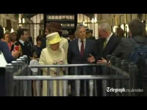 Queen visits Troubles prison